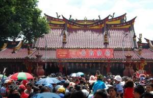 Ribuan orang hadir untuk perayaan Tahun Baru Imlek