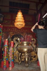 Ibadah di Depan Dewi Kwan In