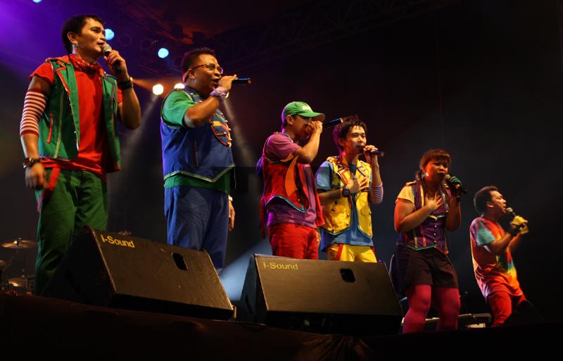 """P-project - HUT ke-95 Kota Malang dirayakan dengan di gelarkannya konser musik yang menampilkan grup musik P-Project dan Peterpan. Dalam peringatan yang diselengarakan di Jl. Ijen - Kota Malang (25/04) ini juga dilaunching semboyan """"Malang Asoy!!"""" sebagai tagline mempromosikan wisata."""