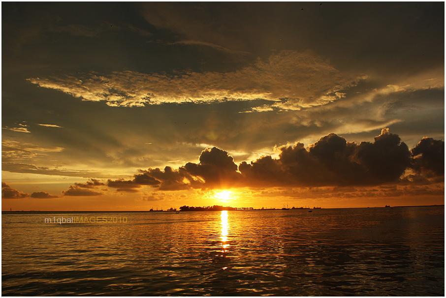 pagi petang di pantai losari makassar haba galak galak