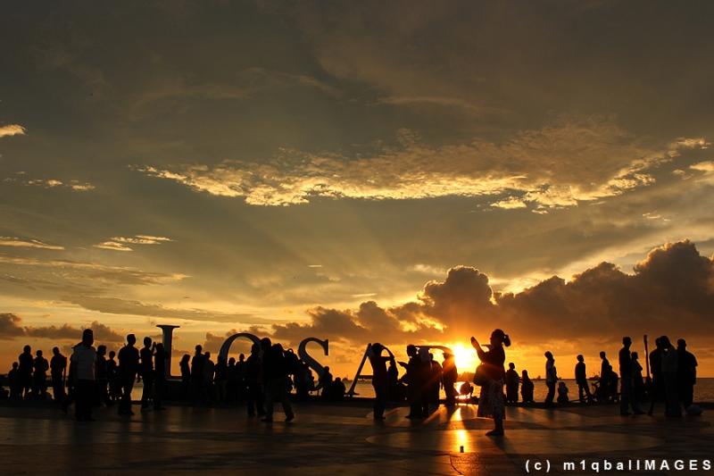 Senja Losari - Senja yang indah di Pantai Losari - Sulawesi Selatan. #IndonesiaHebat